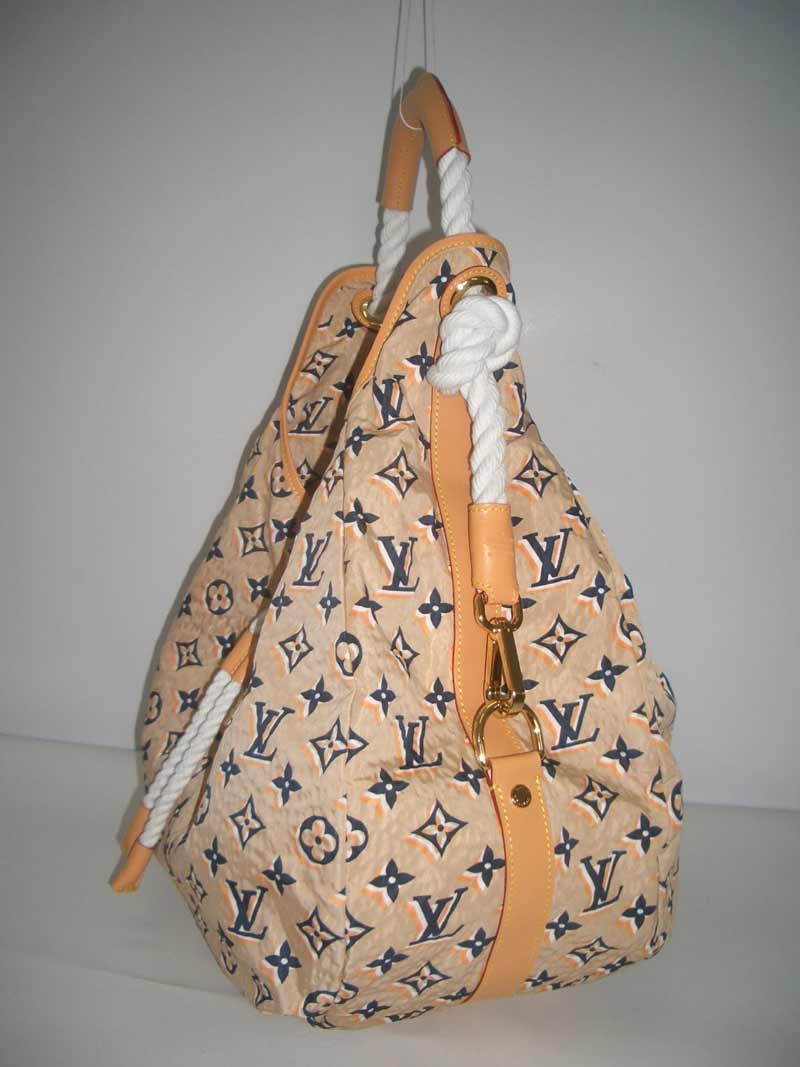 LV Monogram Bulles GM  Sandy  M40234